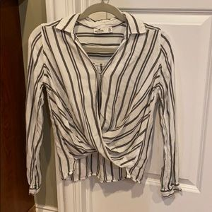 Cute white and grey striped blouse!!